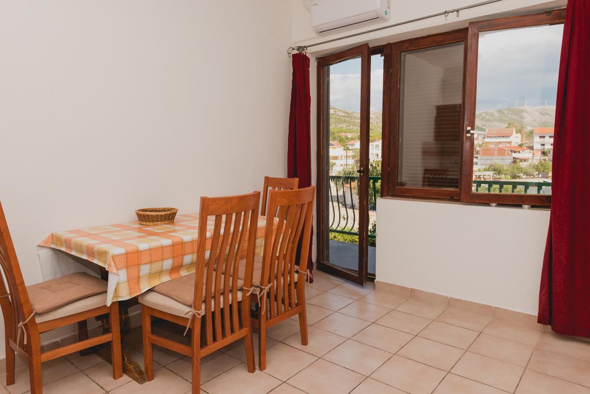 Apartment (12+0) Grebaštica, Šibenik - Okolica, Kroatien