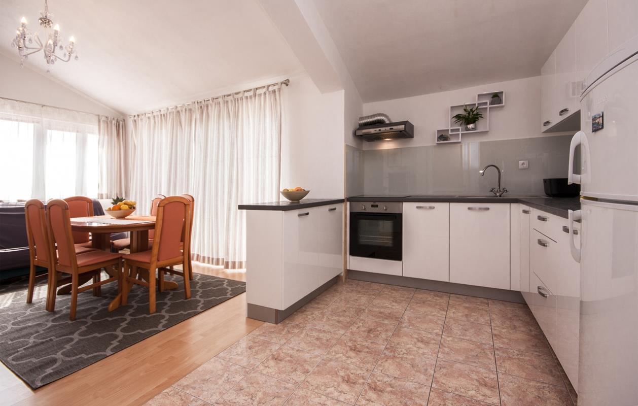 Apartmani Tresan Tribunj - udobni  apartmani na idealnoj poziciji
