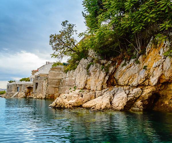 <p>Smještaj u blizini mora za puni doživljaj</p>